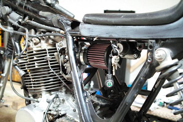 Cafe Racer Luftfilter Ersetzen