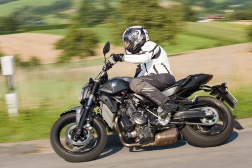 Kawasaki-ER6n_Yamaha-MT07_004