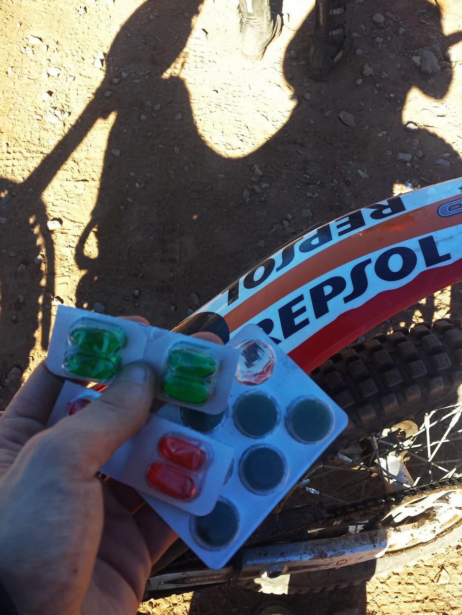 Ab dem dritten Tag fuhr ich wegen Erkältung unter Drogen. Nicht verwechseln: Rot für den Tag, Grün für die Nacht. Danke Christl! Hat gewirkt. :)