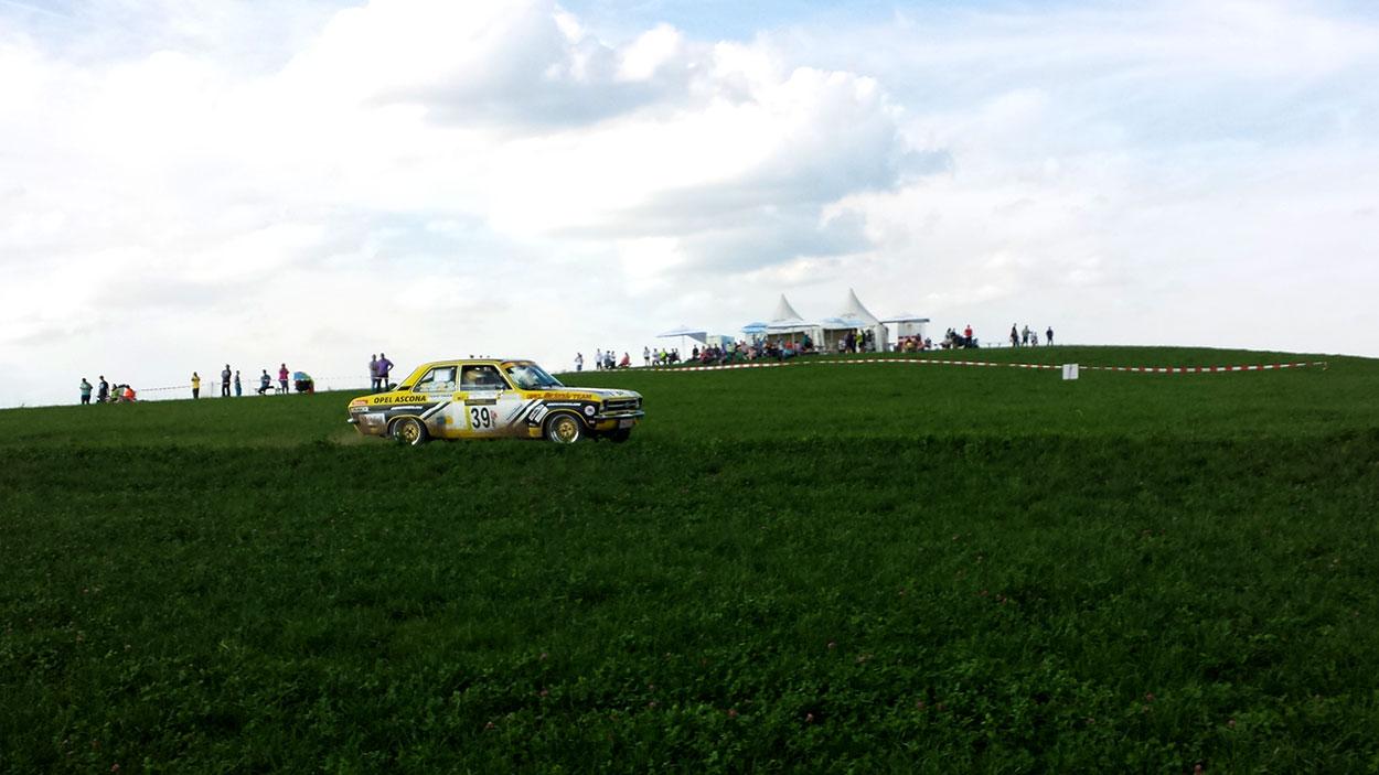 Zufällig standen wir irgendwann noch fast auf der Strecke einer Rallye-Wertungsprüfung.